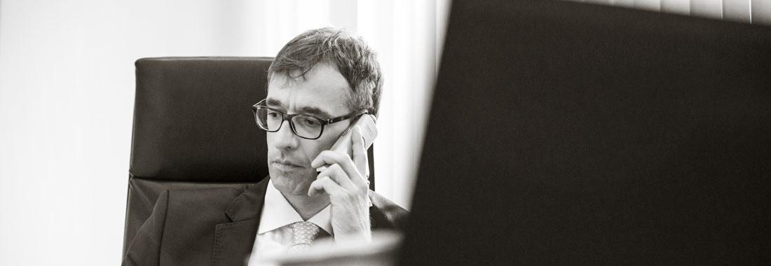 Gregor Ziegler im Büro