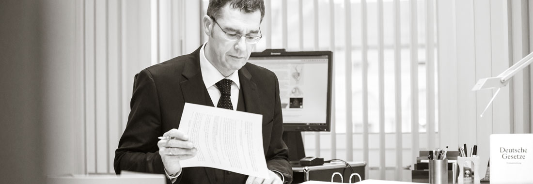 Helmut Eckart Ziegler im Büro